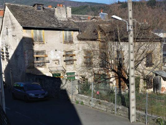 Une maison communale en vente